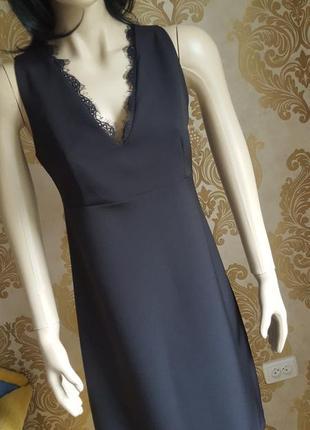 Платье для корпоратива с кружевом а-силует. маленькое черное п...