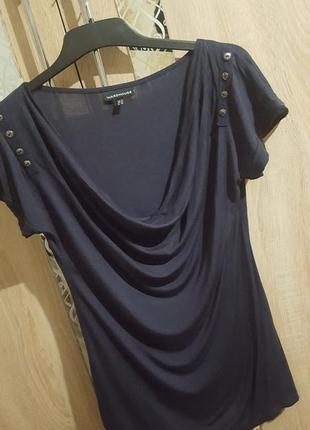 Стильная футболка-блуза с красивым вырезом-хомут