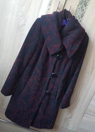 Теплое пальто асиметричного кроя