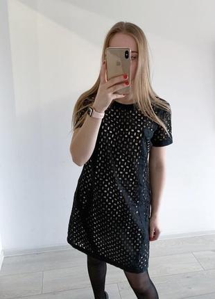 Чорна сукня з перфорацією/мереживом