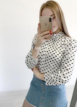 Белая блузка в принт