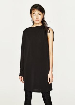 Интересное прямое платье-туника с одним рукавом