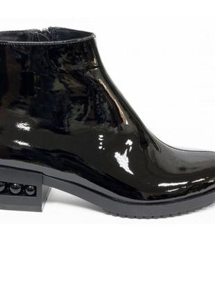 Новые ботинки натуральная лаковая кожа