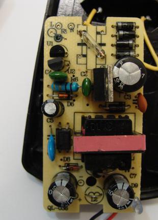 Блок питания спутниковых ресиверов и тюнеров Т2 12V 2A штекер ...