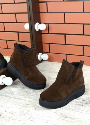 Натуральная замша. зимние замшевые ботинки на массивной подошве