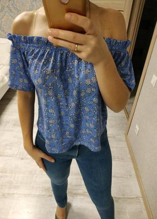 Красивая актуальная блуза открытые плечи