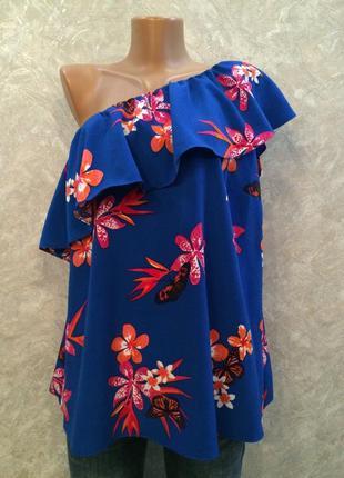 Блуза на одно плечо в цветы с воланом george