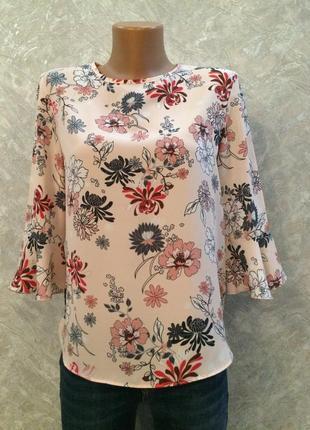 Блузка в цветы с воланами на рукавах primark