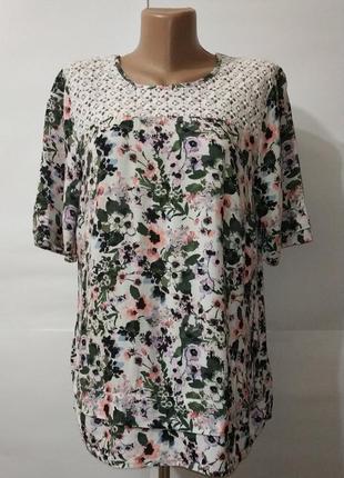 Блуза вискозная в цветы с кружевной кокеткой f&f uk 14/42/l