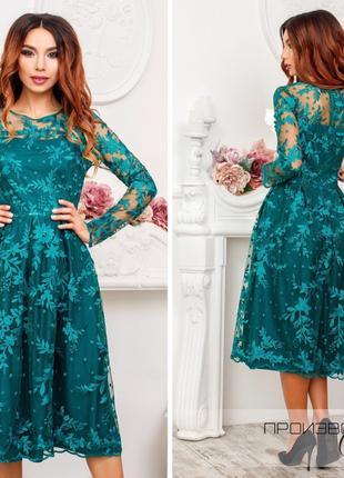 Женское приталенное платье миди с ажурно кружевной вышивкой