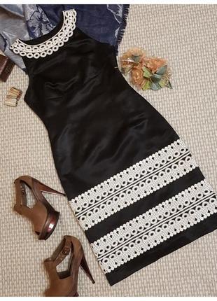 Платье футляр с белым кружевом coast