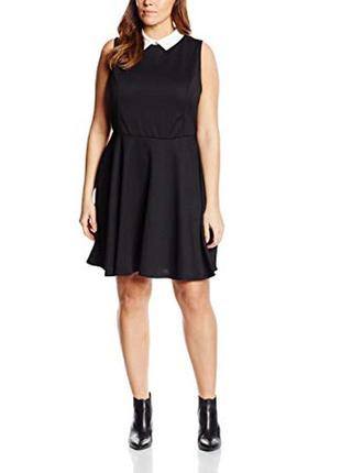 Стильное чёрное платье с белым воротником