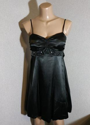 Черное коктейльное платье на брительках в бельевом стиле