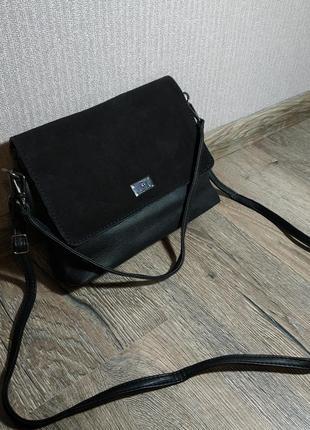 Новая черная сумка через плечо, с замшевой вставкой