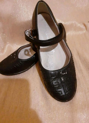 Детские чёрные туфли на липучке  рр. 32 Arial