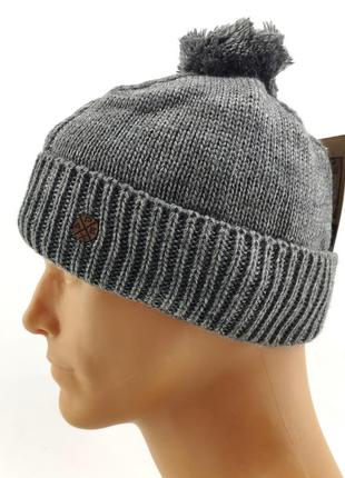 Вязаная мужская шапка теплая с помпоном
