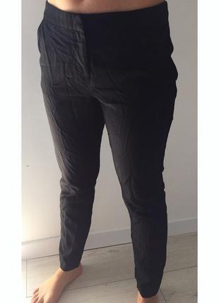 Классические брюки, штани, брюки, идут мятыми сами по себе.