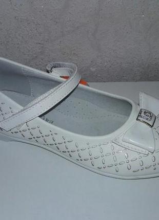 Белые нарядные туфли 37 р 24 см на девочку канарейка