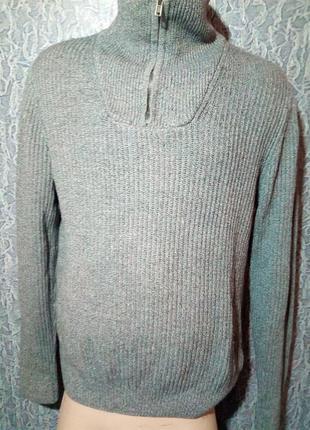Добротный теплый свитер.