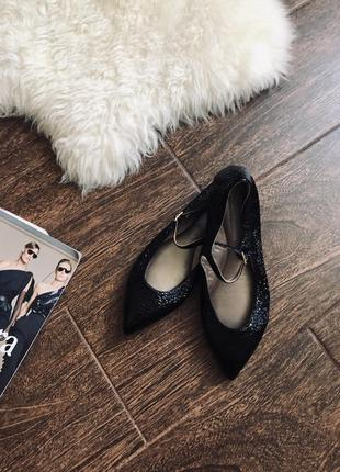 Шикарный нарядные кожаные балетки дорого бренда agl(на сайте 3...