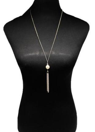 Длинное ожерелье цепочка серебристого цвета с жемчужинкой