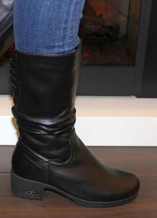 Женские зимние черные сапоги низкий каблук