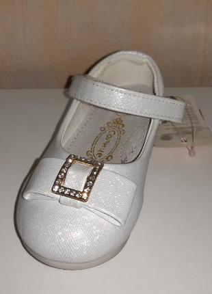 Нарядные серебристые туфли 22 р 13,5 см солнце на девочку