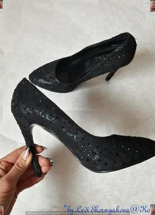Нарядные туфли-лодочки в чёрном цвете с мелкими серебристыми к...