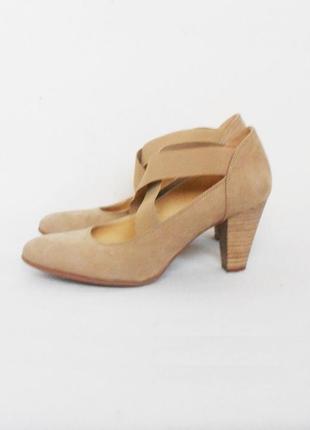 Бежевые классические кожаные замшевые туфли лодочки
