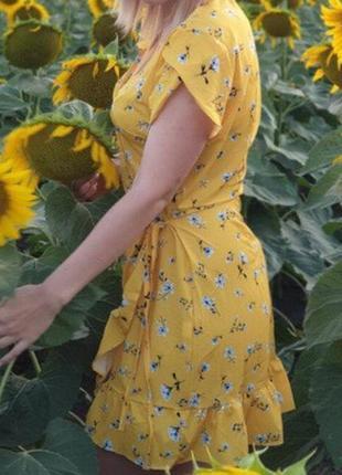 Платье на запах,с воланом
