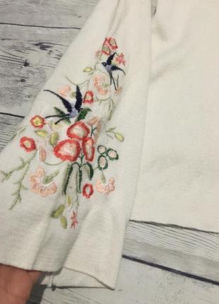 Актуальная кофта с вышивкой на рукаве,свитер