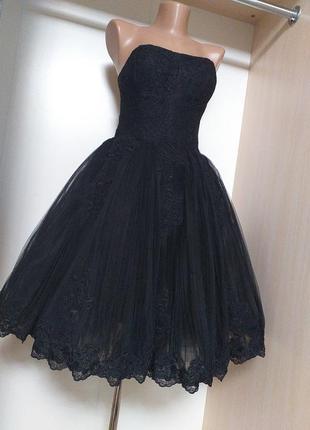Черное платье бюстье с пышной юбкой пачкой