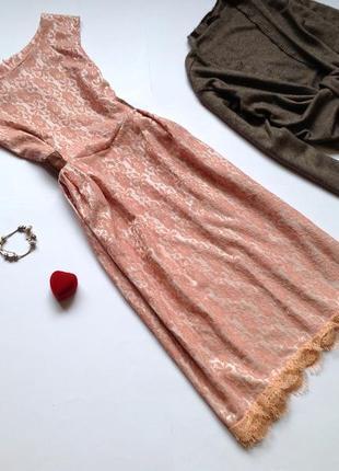 Кружевное платье миди с пышной юбкой в стиле винтаж
