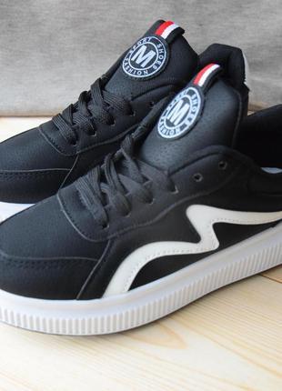 Черные демисезонные кроссовки-кеды