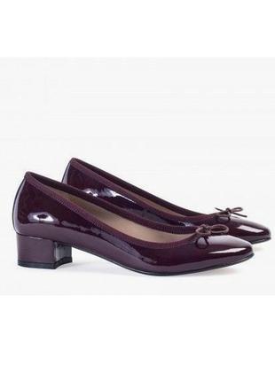 Кожаные лаковые туфли французского бренда andre