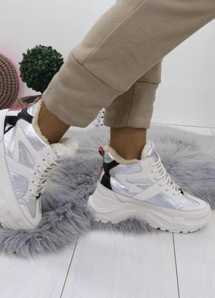 Новые шикарные женские зимние бежево-серебристые ботинки