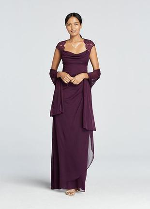 Вечернее платье асимметричной длины на запах и кружевным декол...