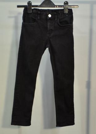 4073\70 темно-графитовые джинсы  h&m на 6-7 лет