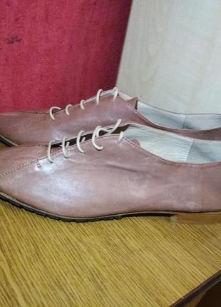 Новые туфли полностью натуральная кожа.