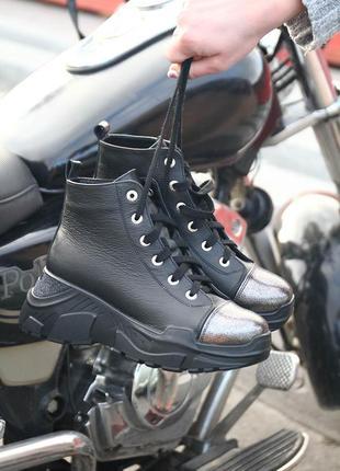 Женские зимние ботинки из натуральной кожи на шнурке