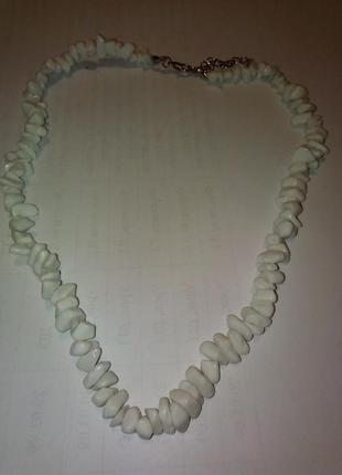 Бусы из камней белого агата