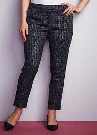 В наличии - нарядные текстурированные брюки слим *ava* 28/56 р.