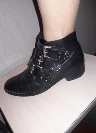 Ботинки продаю.
