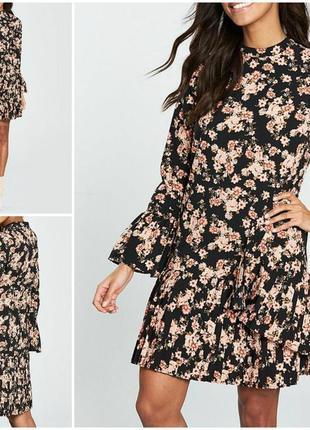 Красивое платье плиссе в цветы и с длинным рукавом