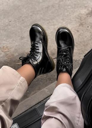 Ботинки мартинсы лаковые (на меху)