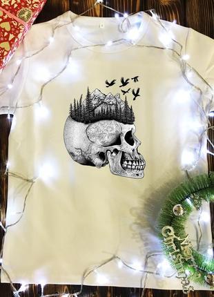 Мужская футболка с принтом - череп с лесом