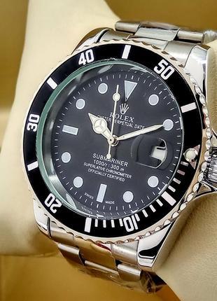 Кварцевые наручные часы на металлическом браслете