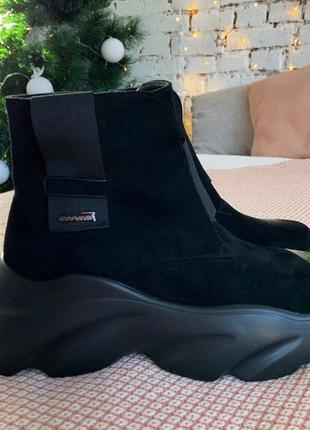 Стильные ботинки на платформе
