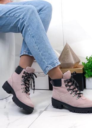 Женские замшевые ботинки пудровые на шнуровке