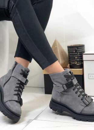 Женские ботинки серые замшевые